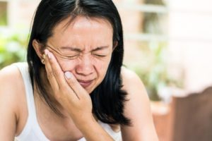 woman with mouth pain who needs emergency dentist in Coral Springs